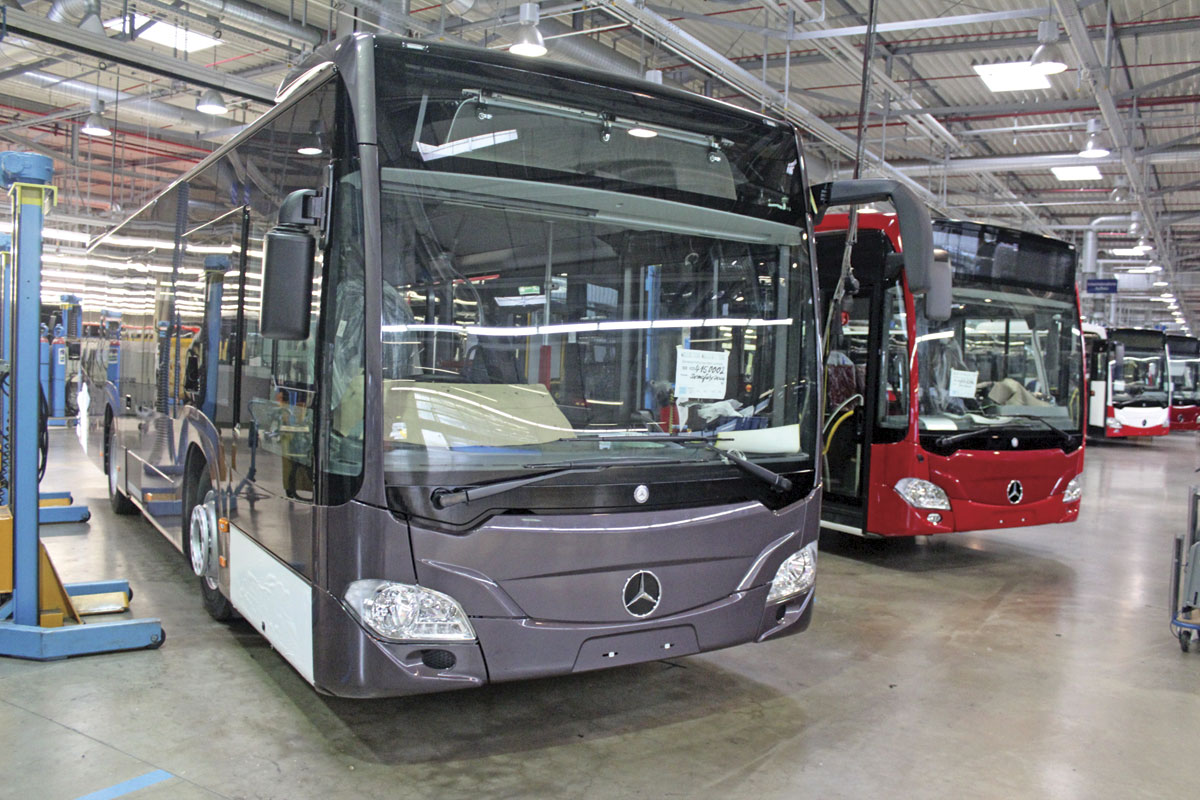 mercedes benz hand over 40 000th citaro and 20 000th sprinter bus coach buyer. Black Bedroom Furniture Sets. Home Design Ideas