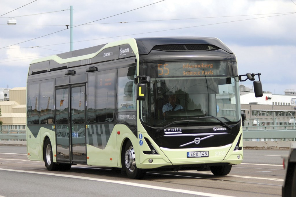 A Volvo full electric 7900 running on Gothenburg's route 55