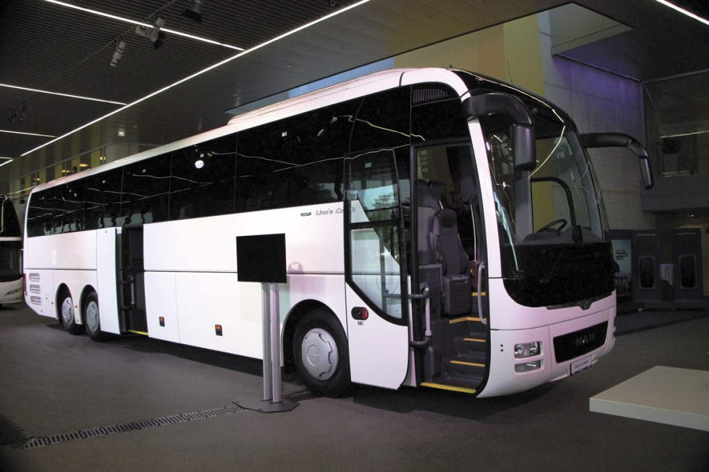 MAN Lion's Coach L equipped with the new Euro6C engine. The 7,500th Lion's Coach will be handed over at the IAA