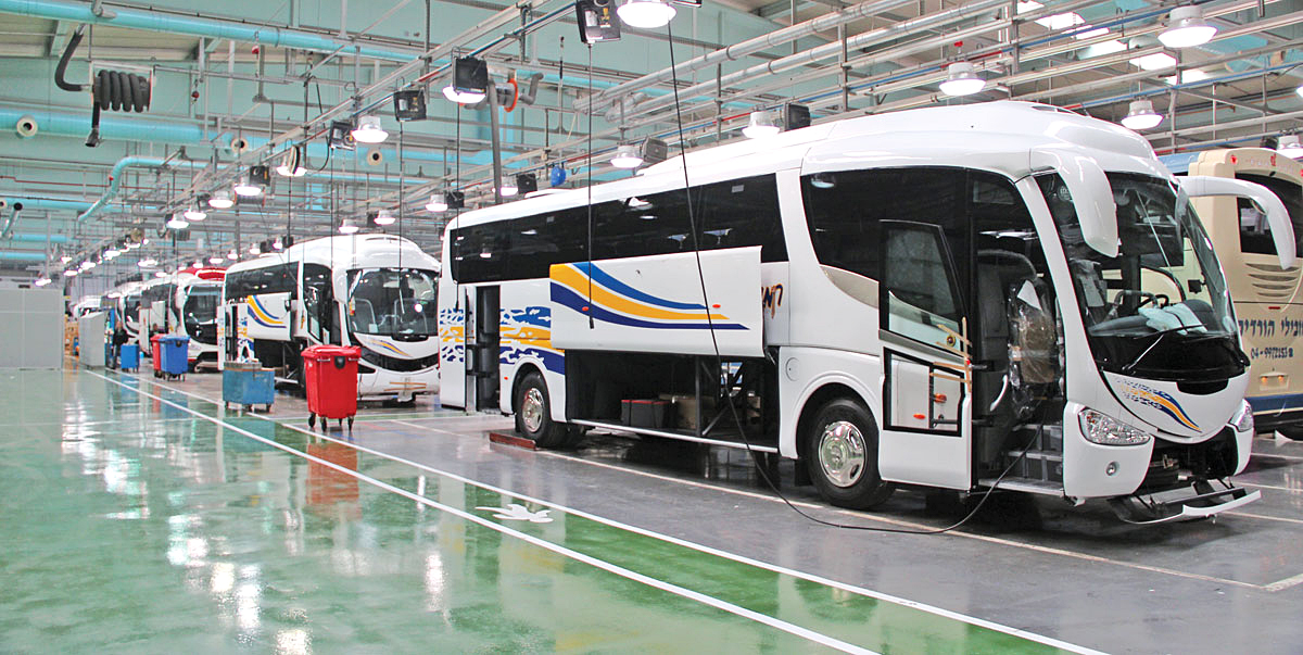 Vehicles on the six lines in the continually developing Irizar plant.
