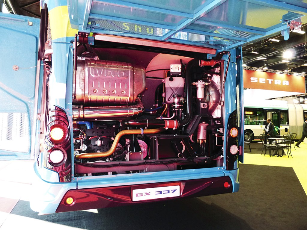 The Tector 7 engine is mounted vertically and offset in the Heuliez Bus GX337
