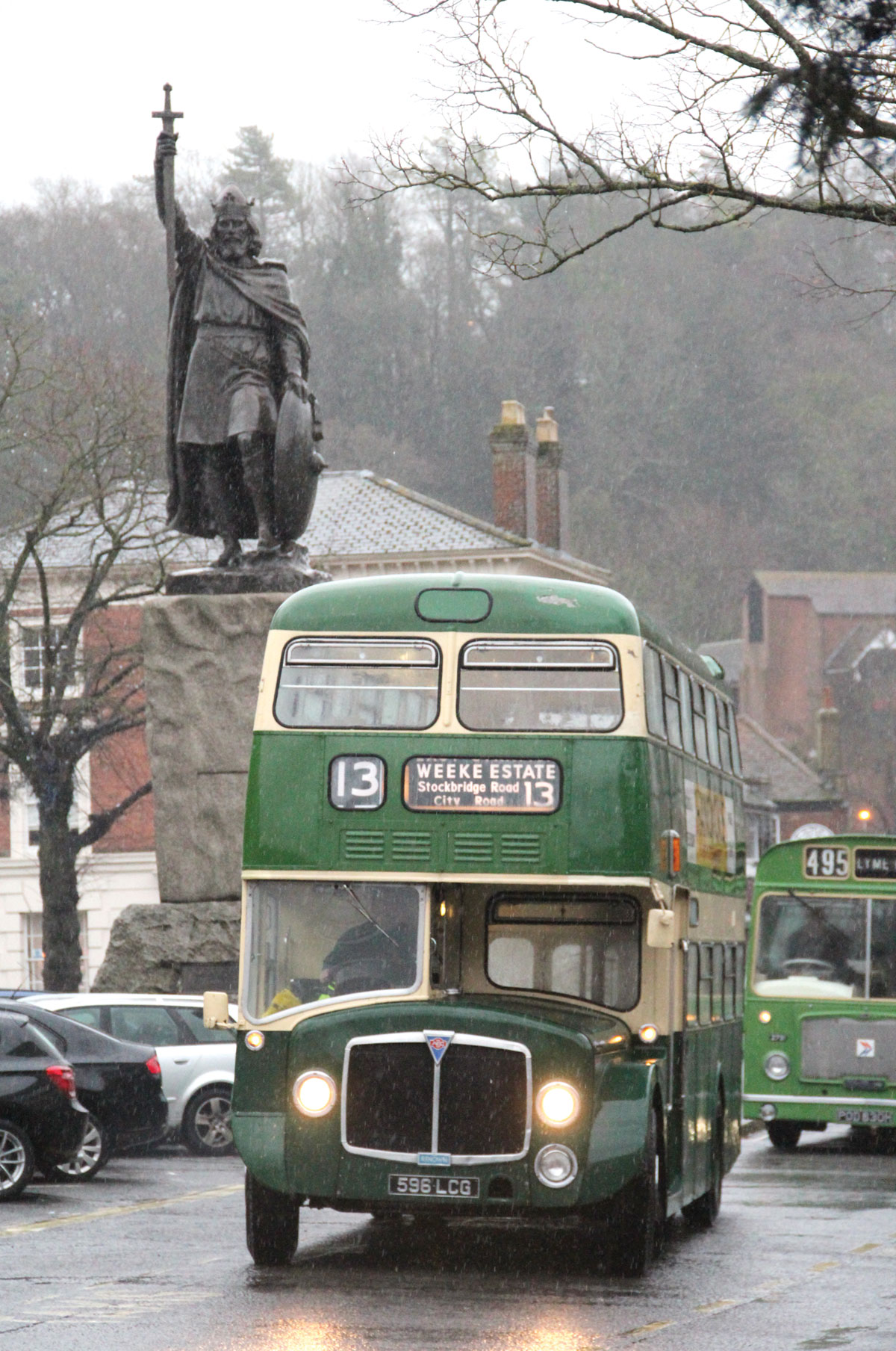One of FoKAB's two 1964 Park Royal bodied AEC Renowns arrives on the Broadway with King Alfred's statue behind