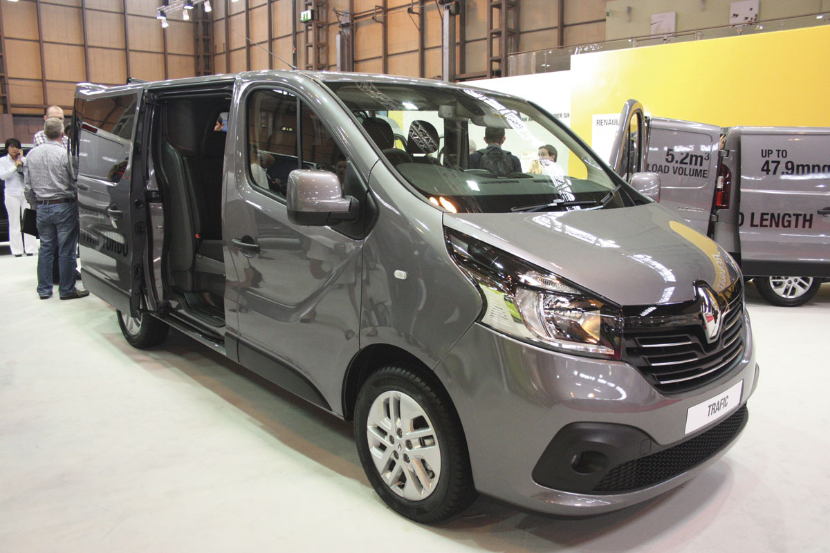 Renault clone the Trafic in minibus form