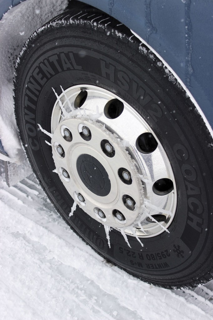 Chariot like icicle daggers formed on the Setra's wheels