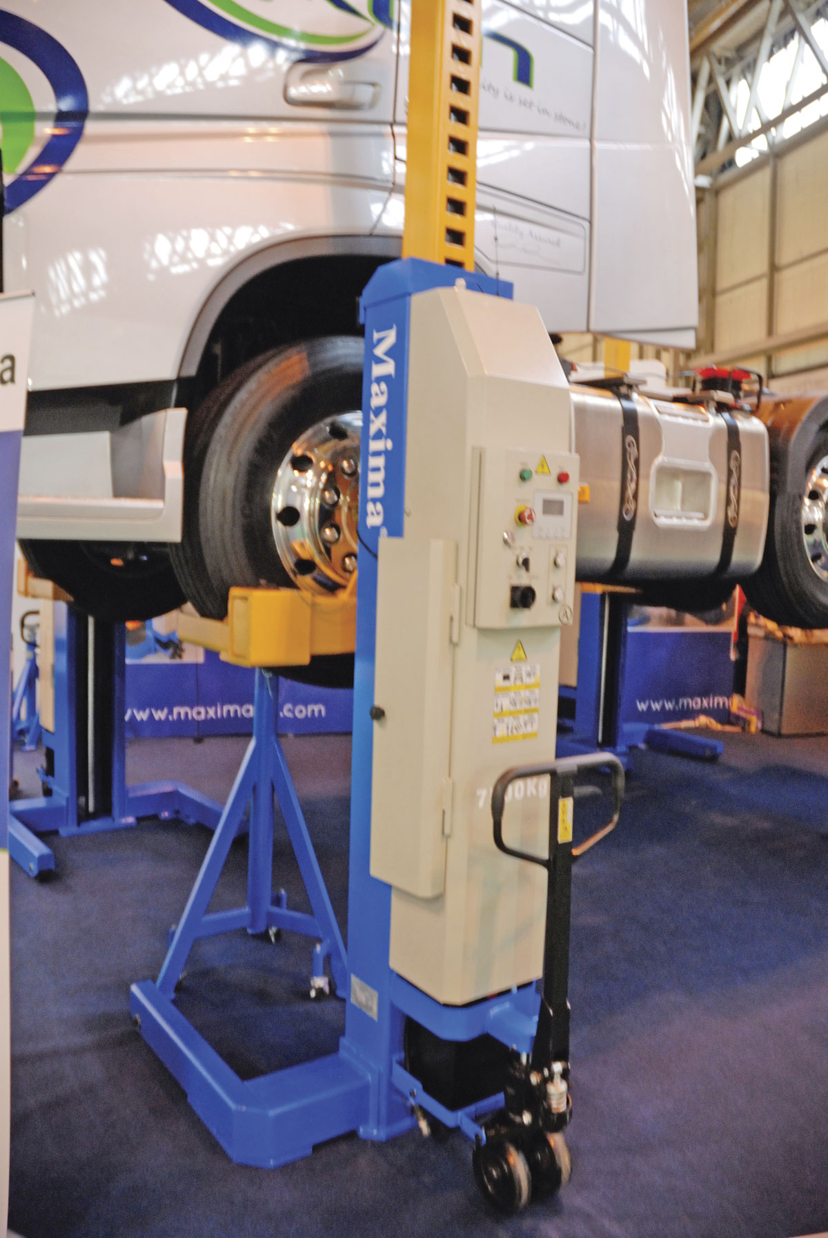 The Maxima mobile column vehicle lifting system