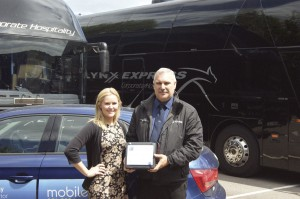 (LtoR) Katie Luckwell and Airlynx Express General Manager, Keith Trenchard