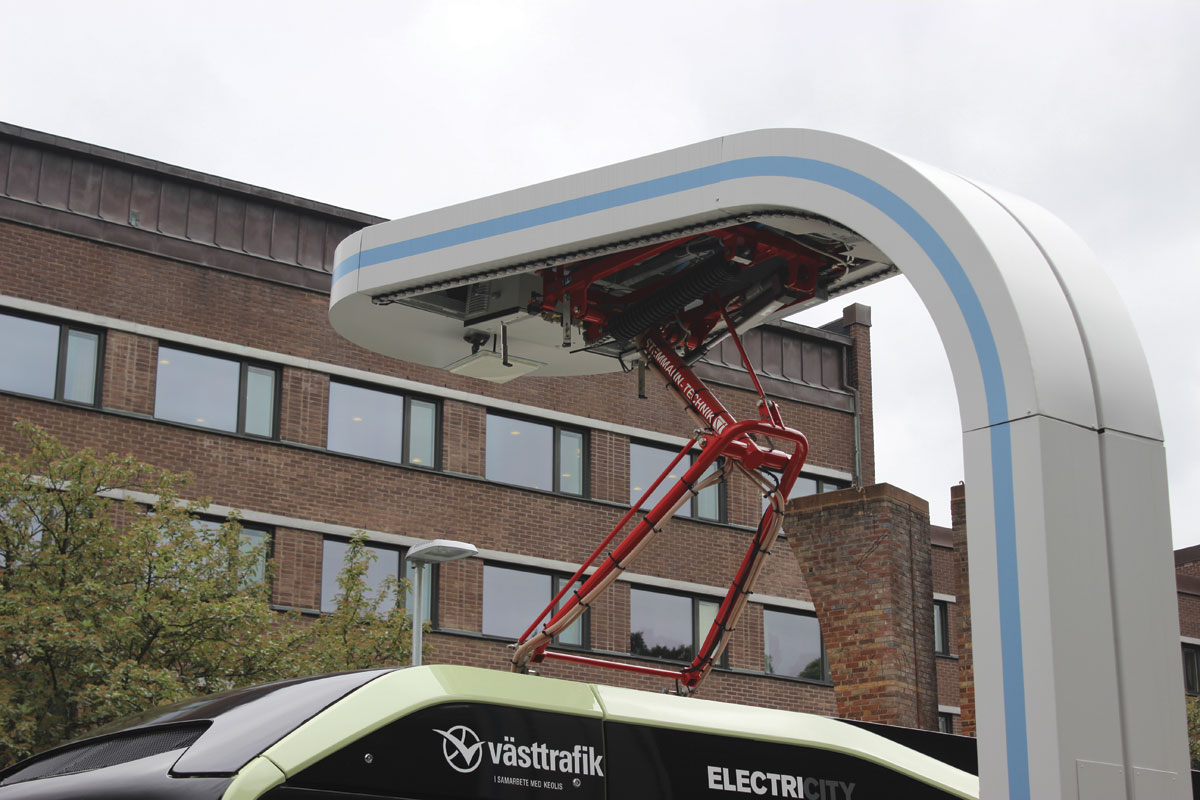 The pantograph is part of the recharging station, avoiding the need for the bus to carry this additional weight around