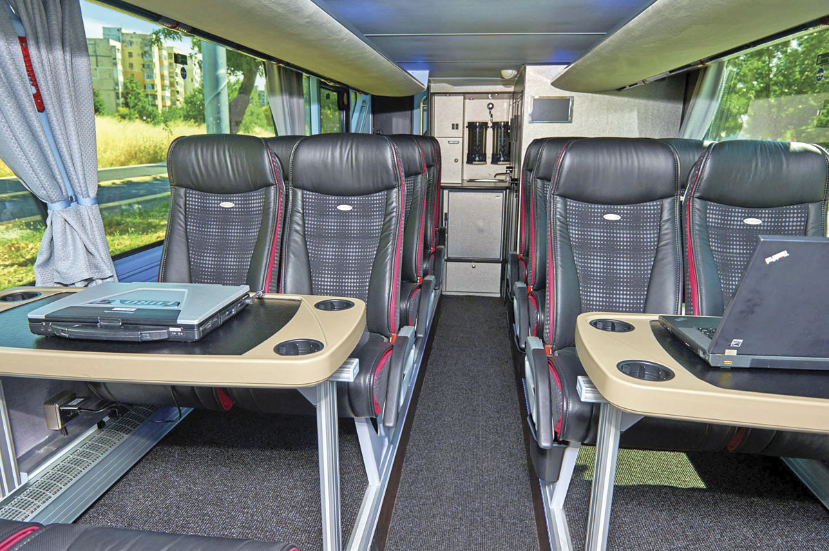 Neoplan Skyliner, lower deck  ©Visavu.