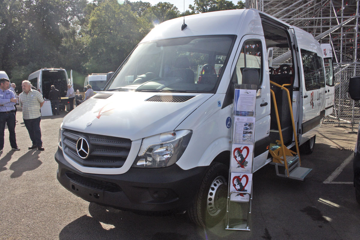 Stanford coachworks third expo bus coach buyer for Mercedes benz new london ct