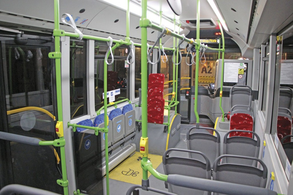The interior of the Vectio C features red priority seats in the low floor area and blue ones in the stepped section towards the rear as well as the tip-ups