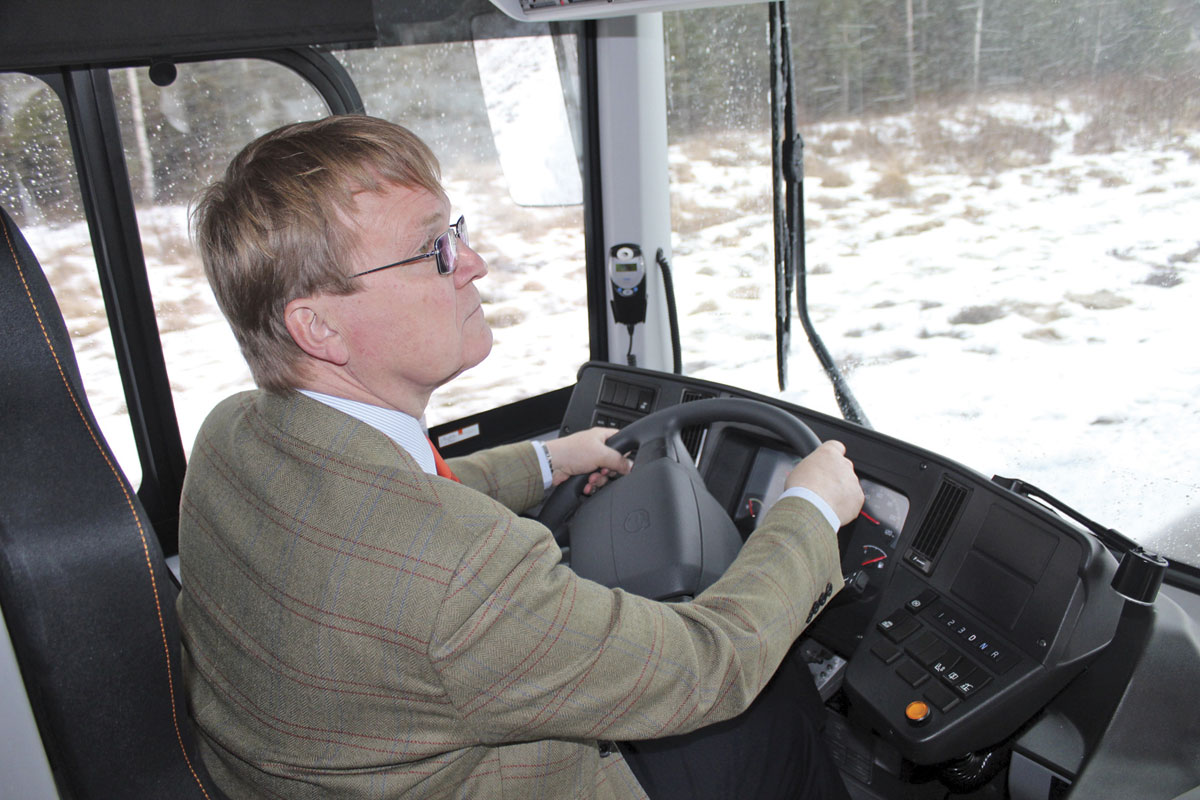 Stuart takes the wheel of the 8900