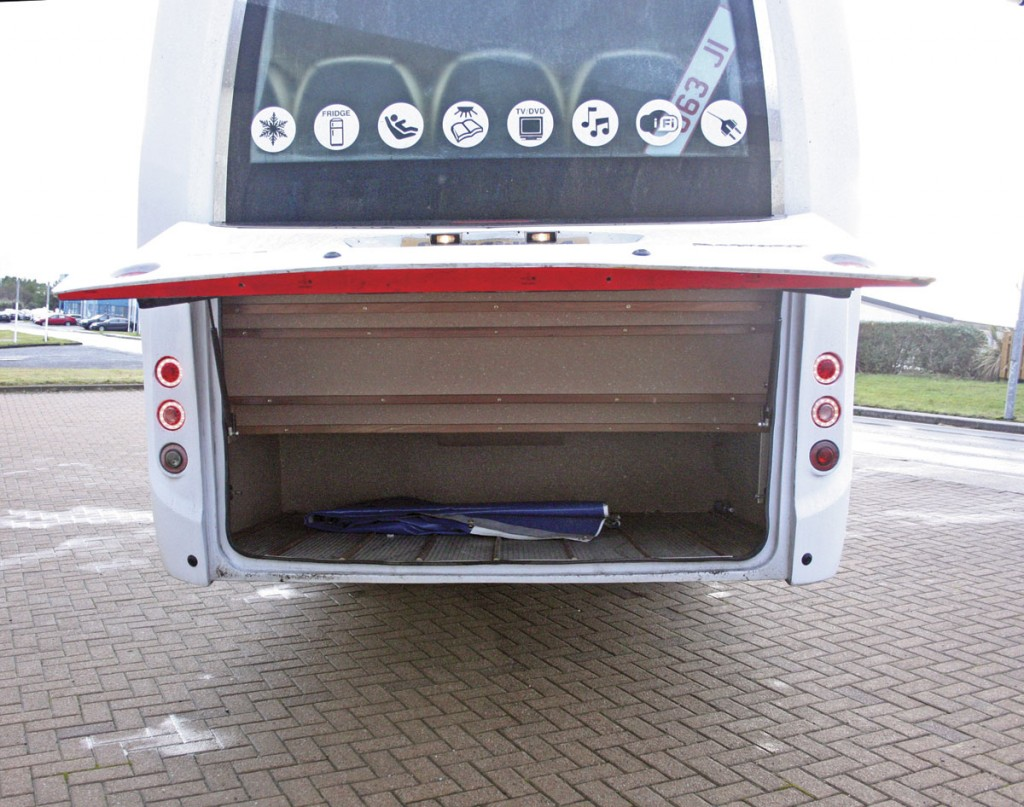 Large illuminated rear boot
