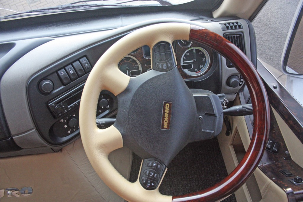 Multi-function steering wheel trimmed in leather and wood veneer