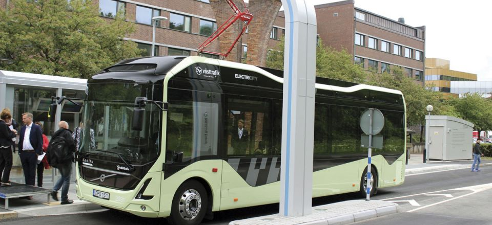 A terminal charging station on Gothenburg's route 55 where both full electric and electric hybrid buses are running