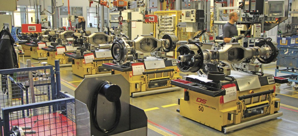 Axle cases mounted on AGVs passing through the assembly stages at the Munich plant