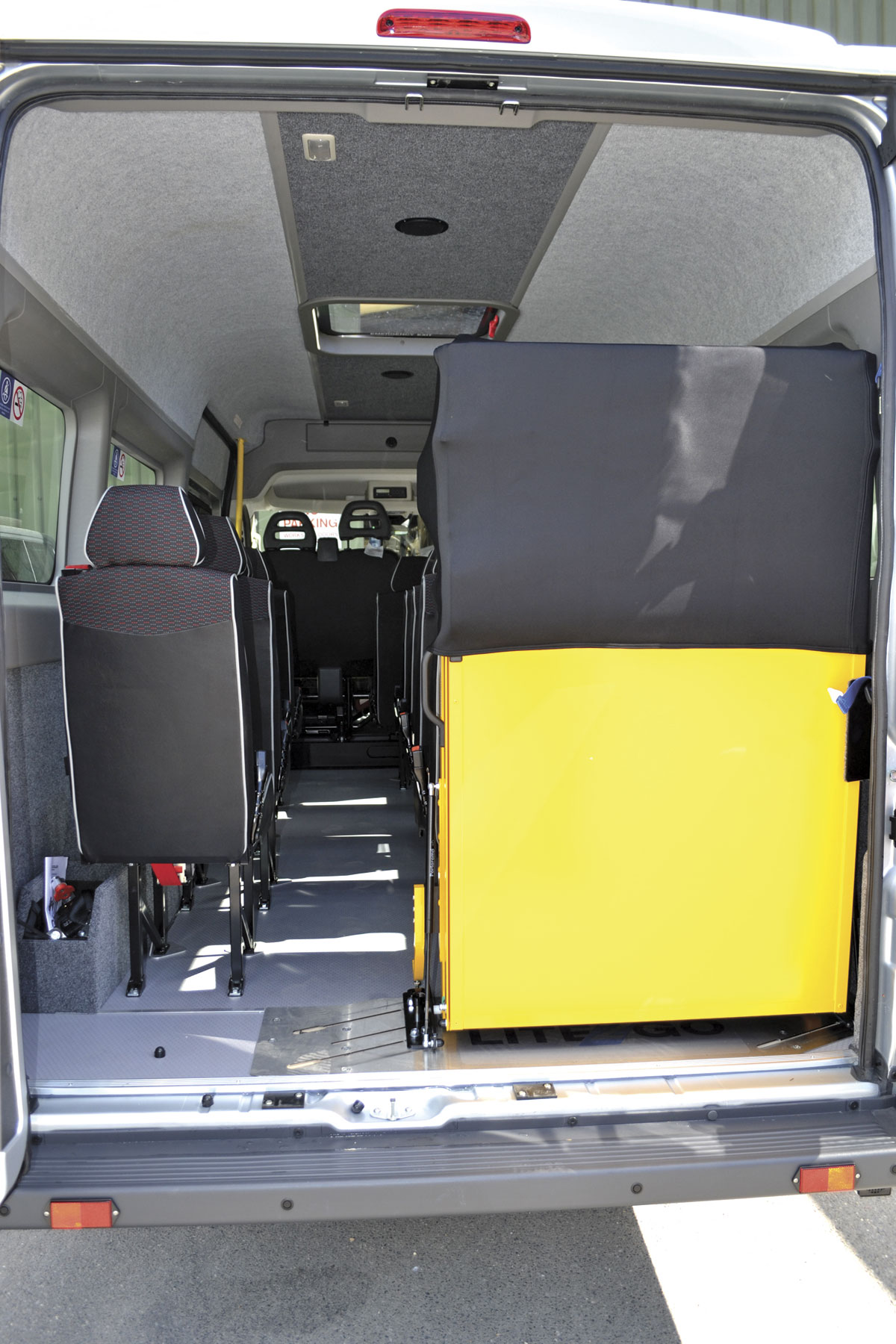 And folded away with its discreet cover. The lower part is hidden by the door panel