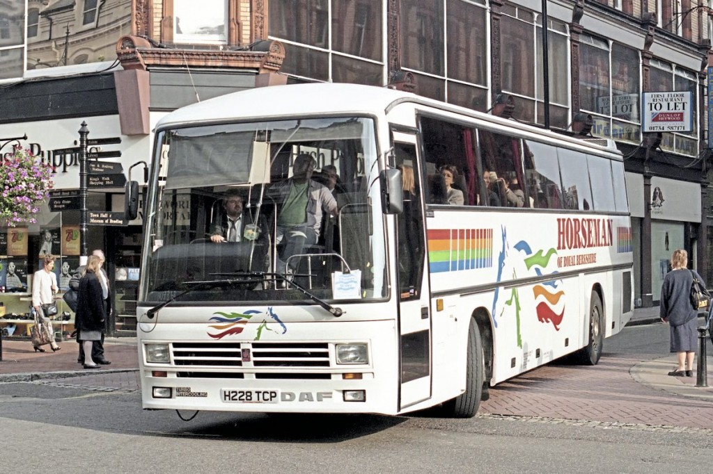 DAF coaches featured strongly in the fleet during the 1980s-1990s. This 1990 example was on a corporate shuttle in Reading town centre in 1996