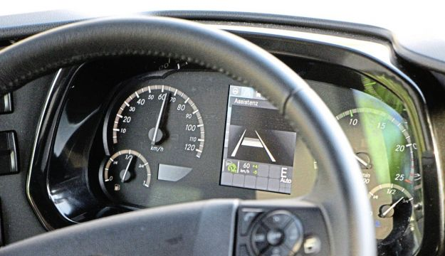 This dash view demonstrates the Predictive Power Control feature in action with the E illuminated
