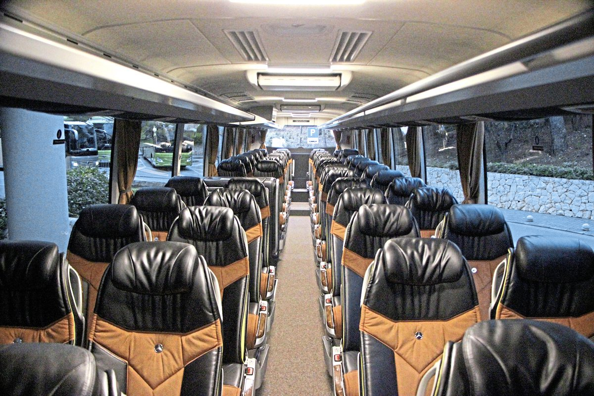 The tri-axle Tourismo M/3 demonstrates how good the interior can look with the Travel Star Eco seat and Softline trim