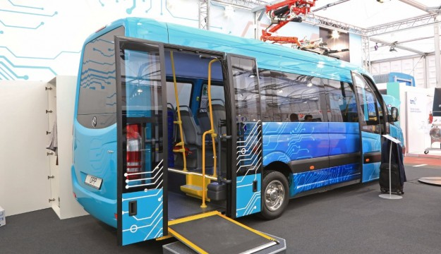 Universal Opp electric minibus