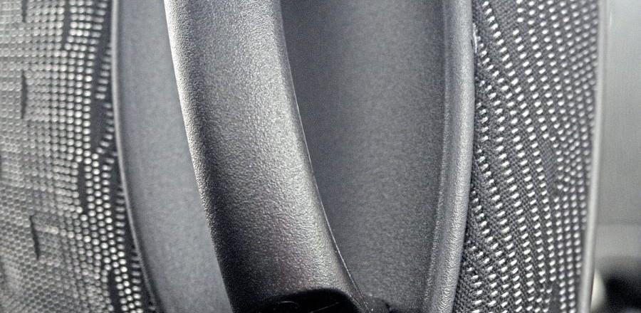 Neat bag hooks on seat's grab handles