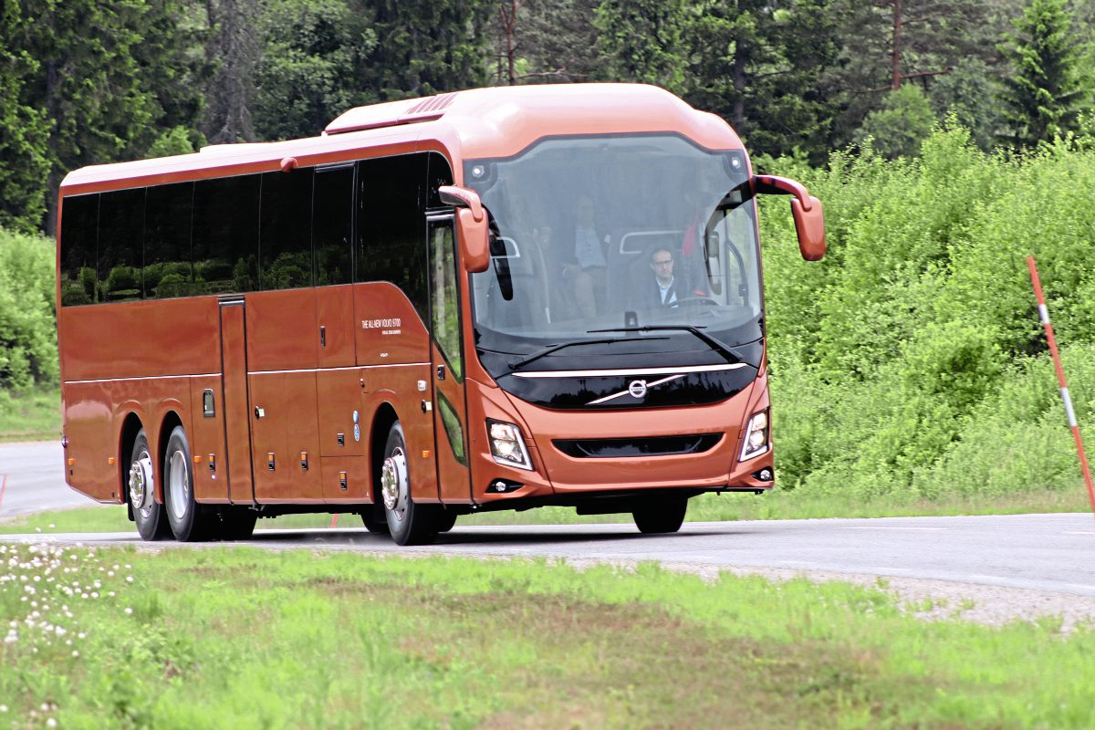 Volvo goes integral with new coach » Auto news - all about
