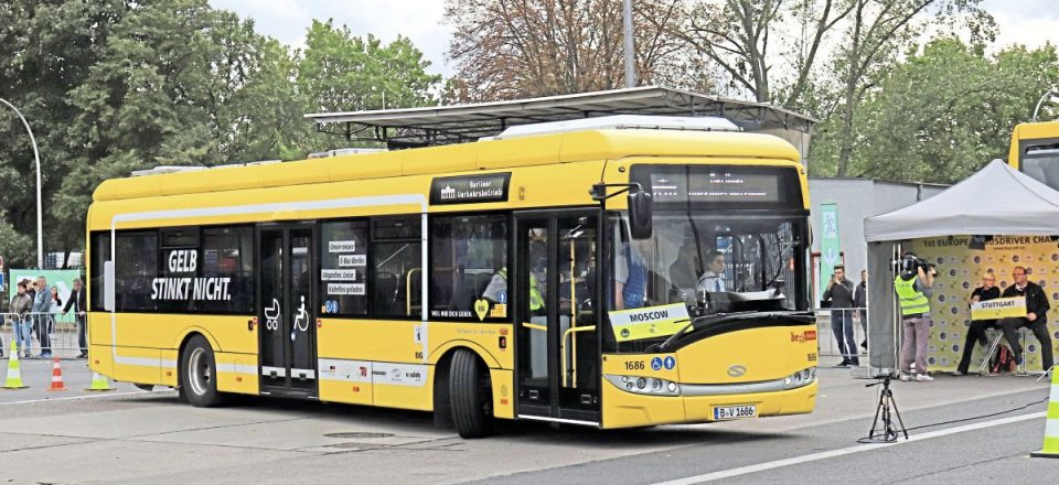 It's the final run of the day as the Moscow team put a BVG Solaris through its paces