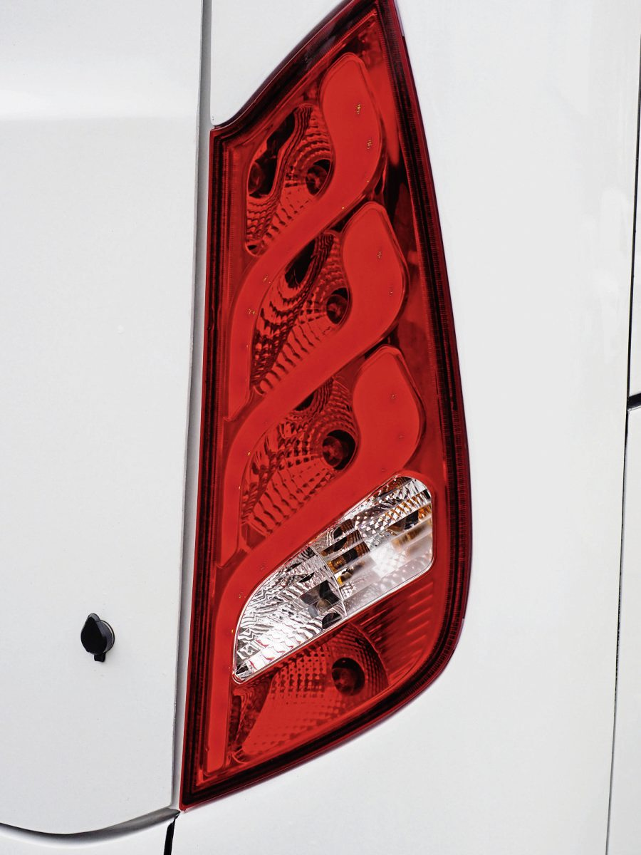 Rear lighting cluster