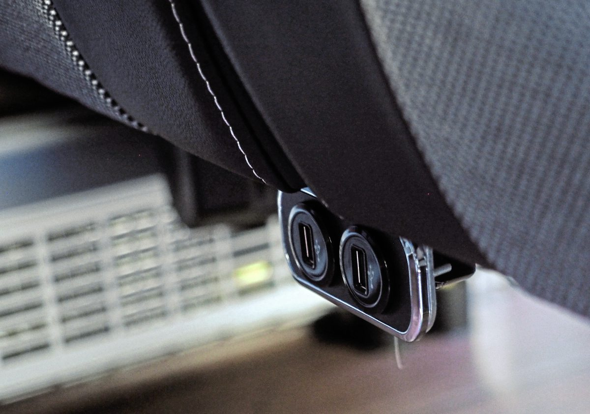 USB sockets are installed at the front of the seats