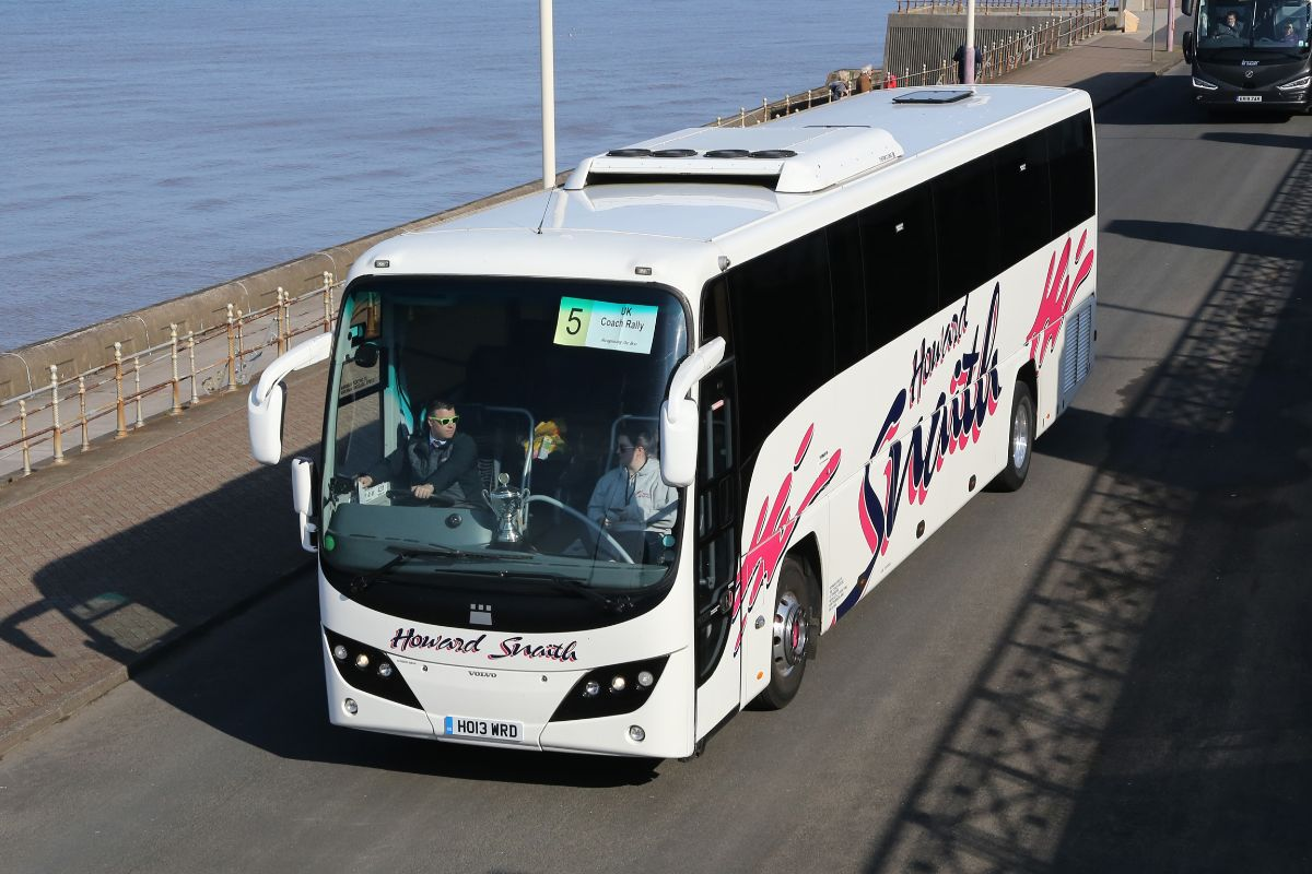 Volvo B9R Plaxton Panther - Howard Snaith