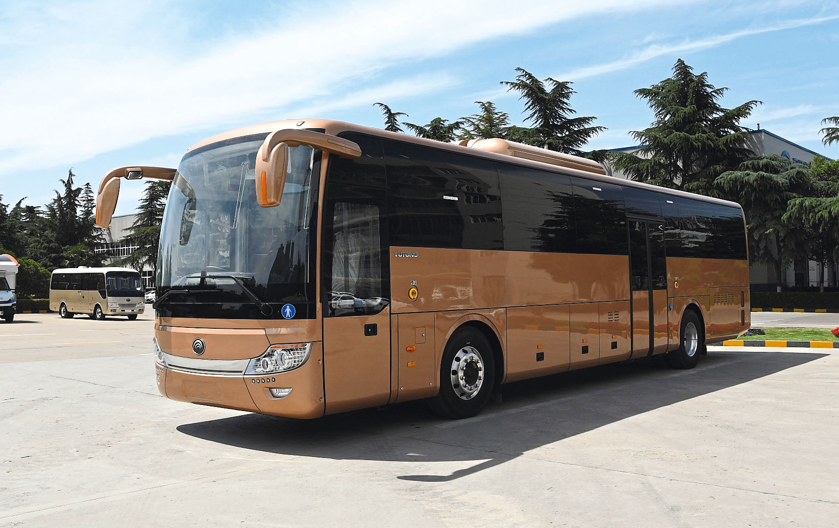 Electric coach lands from Yutong