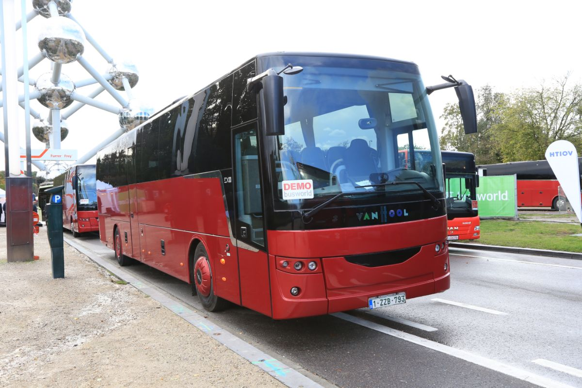 Van Hool EX16M (outside)