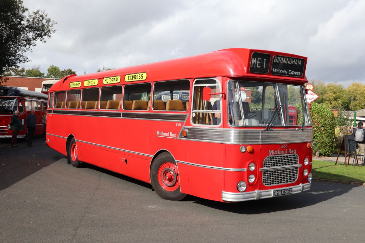 Built in the mid-1960s to replace the earlier generation of CM5Ts on motorway express work, the CM6Ts were impressive performers